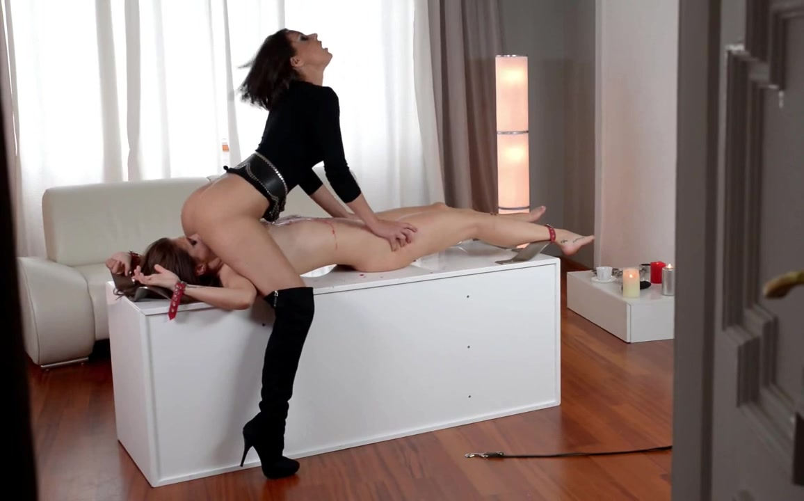 Bulky dominatrix tortures the brush hot depending
