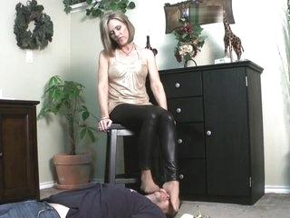 Nikki Ashton - Foot Smelling Sweaty Nylon MILF Feet