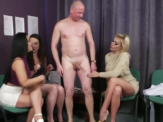 3 girls legjob