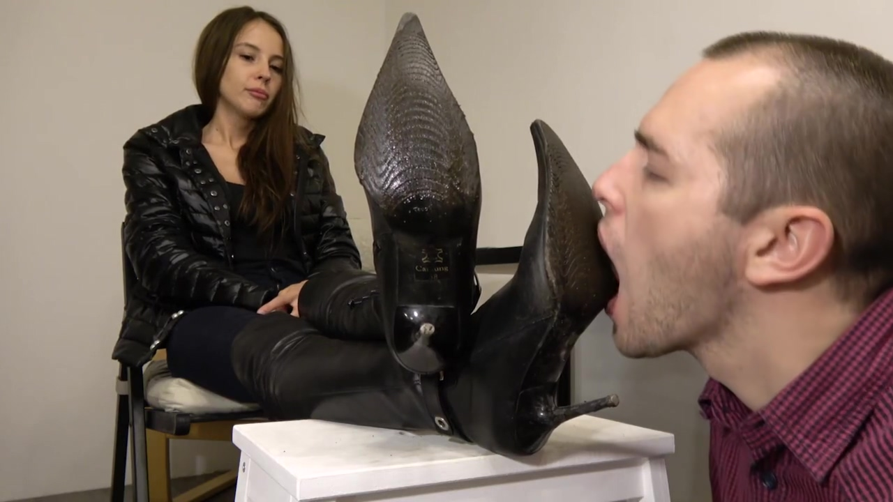 Under Girls Feet-slave Dirty Boot Cleaning